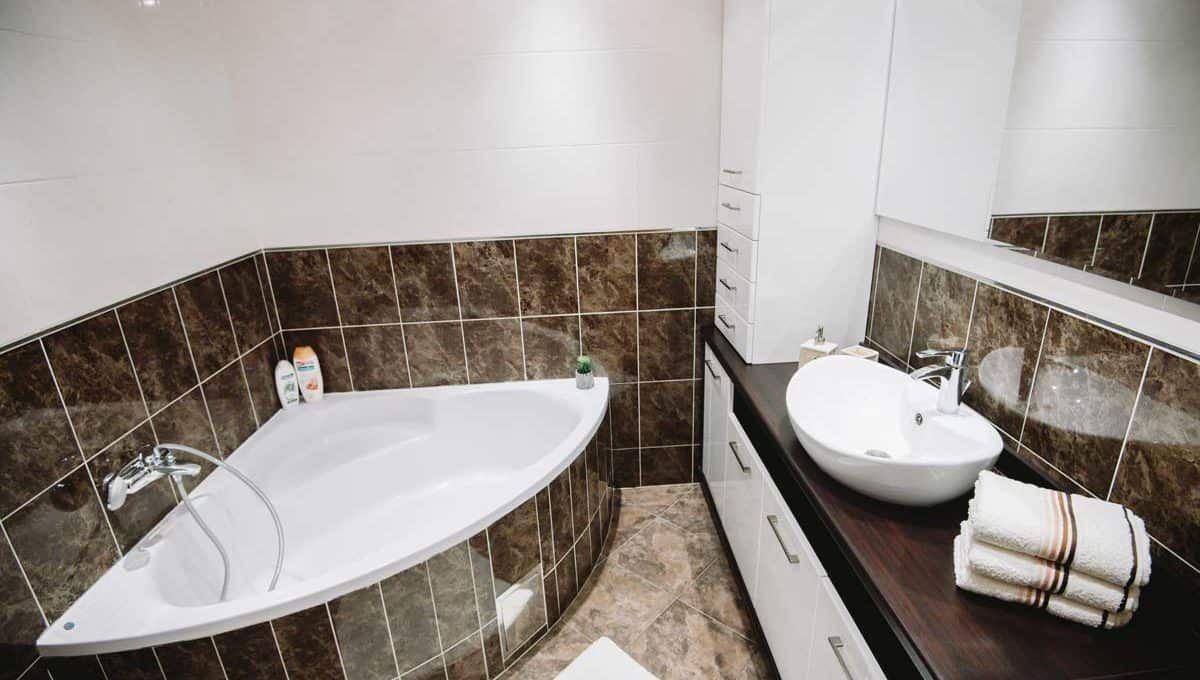 Apartment Boulevard bathroom