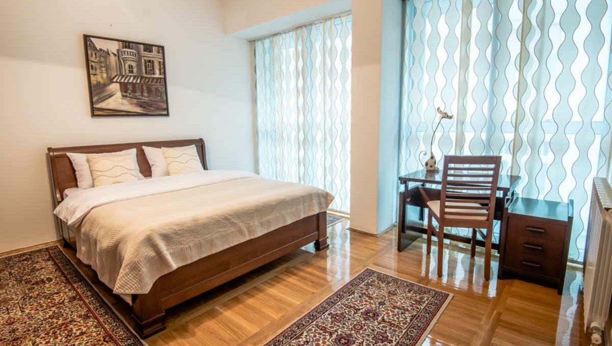 Apartman Marmelo bracni krevet i radni sto