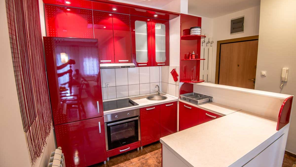 Apartment Negro red kitchen