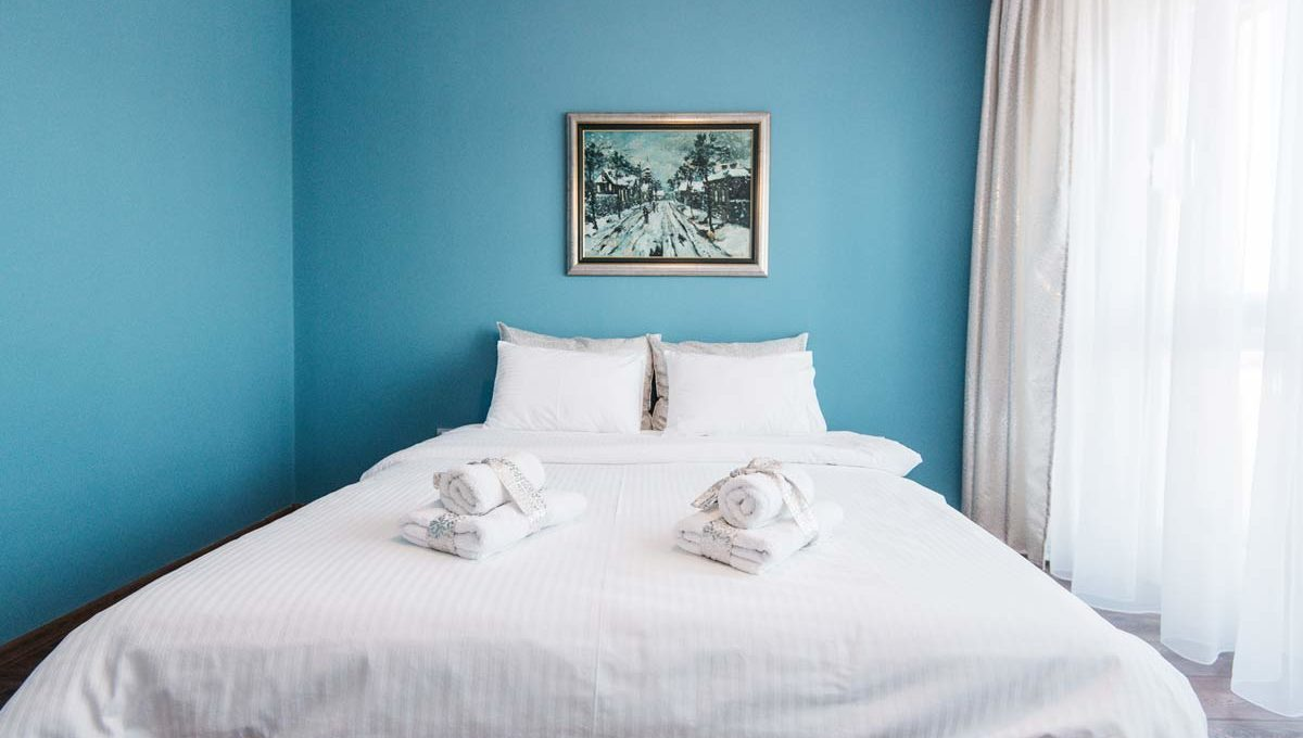 Apartment River Side bedroom with blue walls