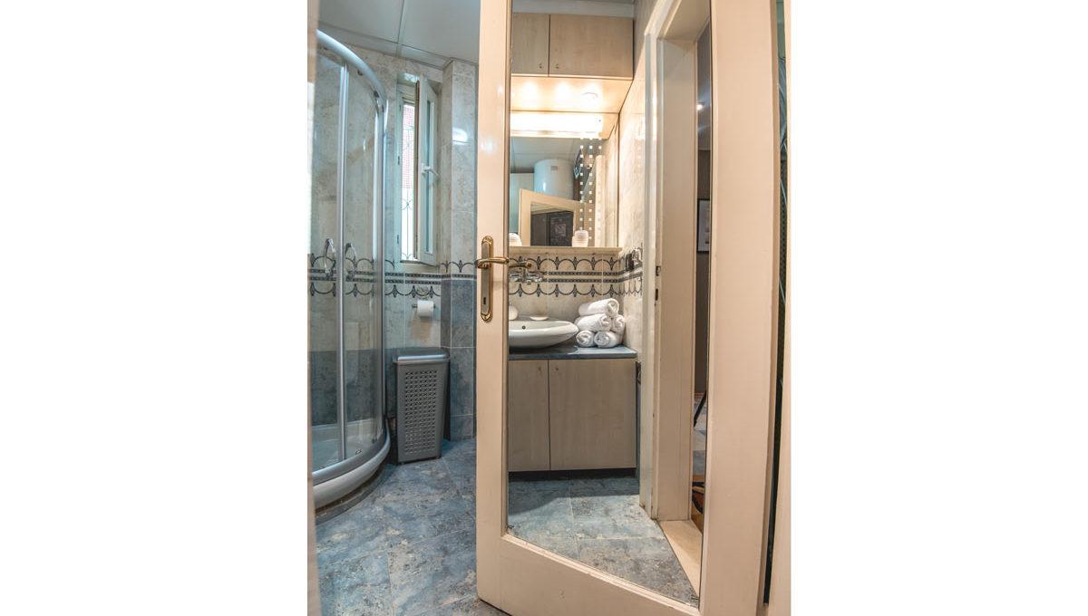 Apartman Sonya tus kabina i ogledalo vrata