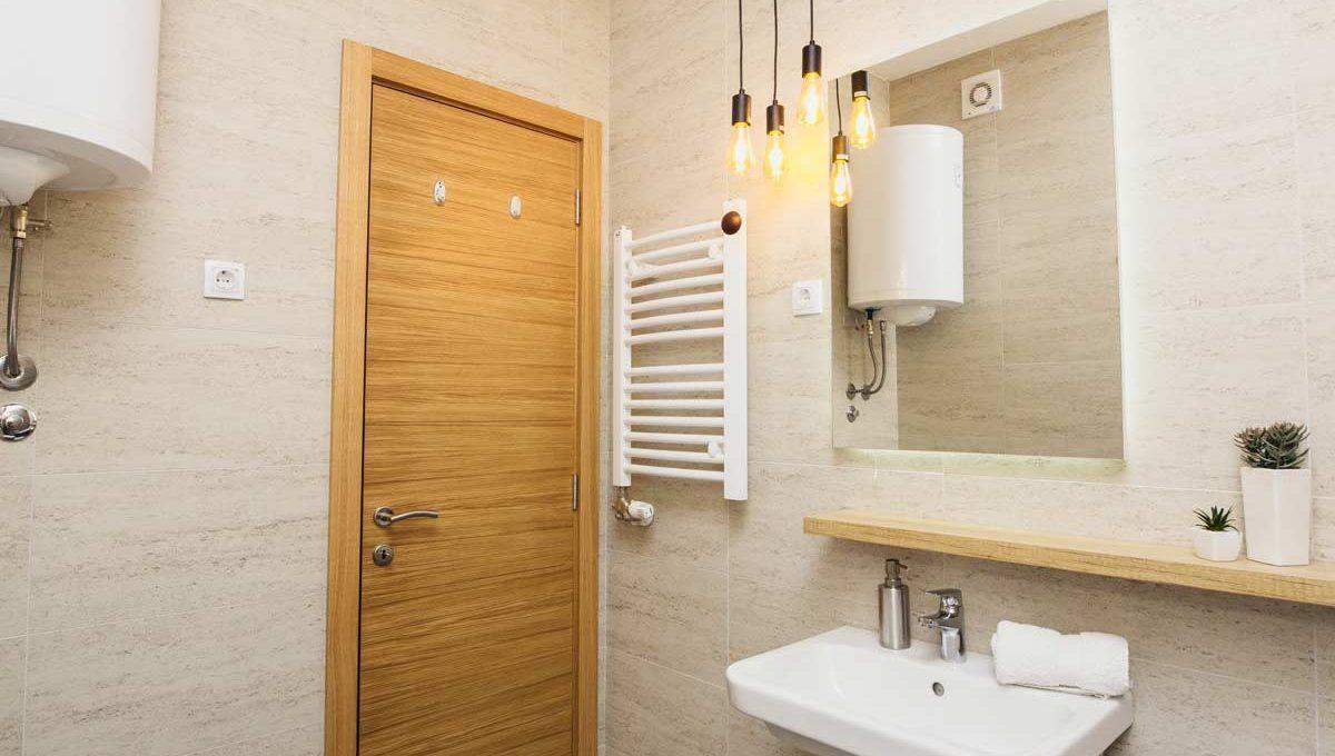 Apartman A14 ogledalo i lavabo
