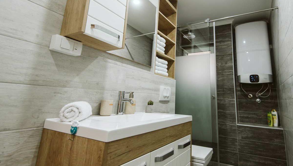 Apartman Sari kupatilo, tus kabina