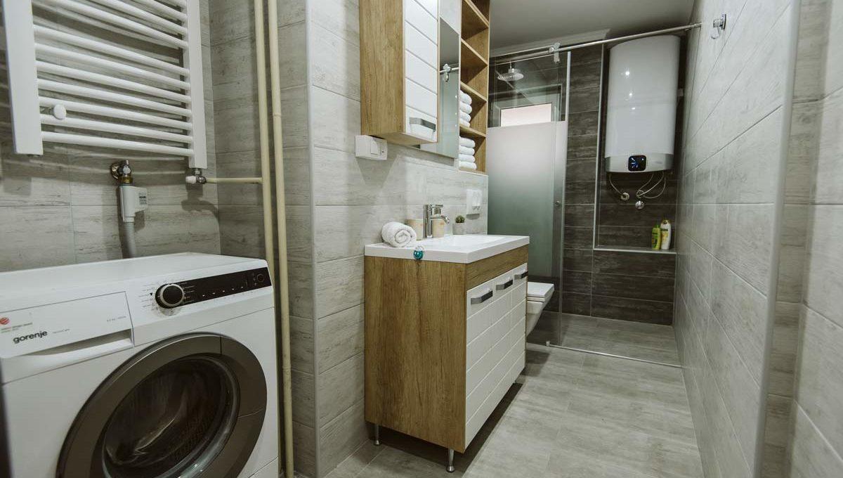 Apartman Sari ulaz u ugaono kupatilo