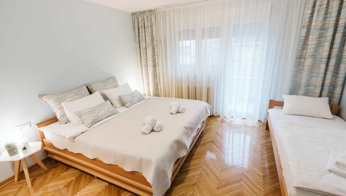 Apartman Sari spavaca soba sa dva kreveta